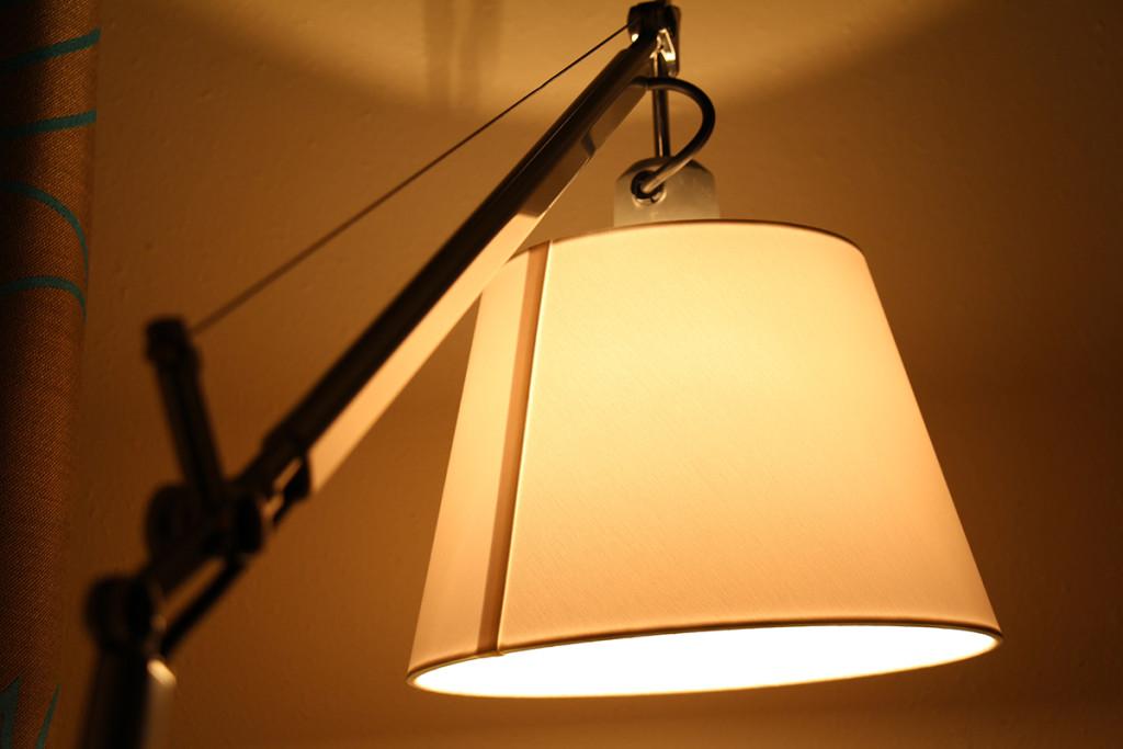 Lichtstimmung im Innern eines Motel One Hotelzimmers